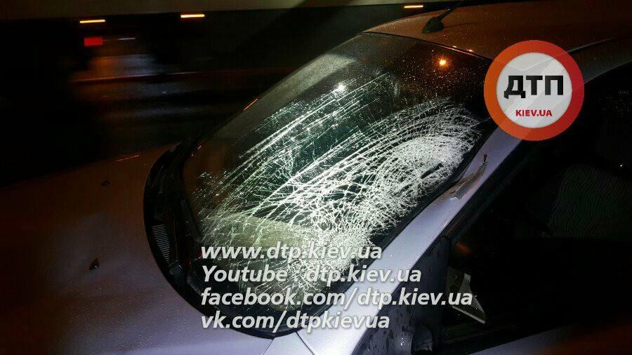 ВКиеве отец исын «наспор» перебегали дорогу: мужчина погиб