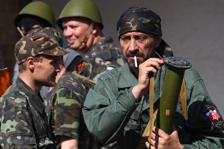 Какую зарплату получают боевики на Донбассе?