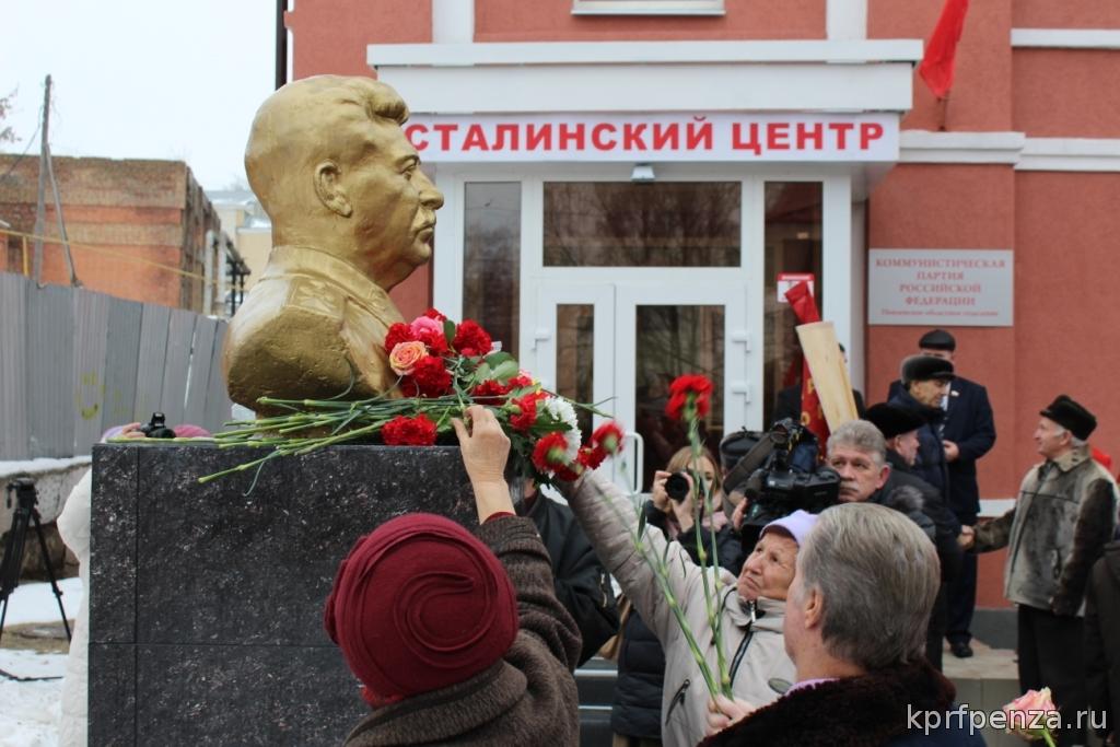 Как пользователи соцсетей отреагировали на акцию коммунистов из РФ