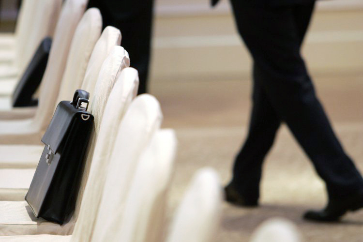 Ряд украинских дипломатов за границей отстаивают интересы бизнес-элит