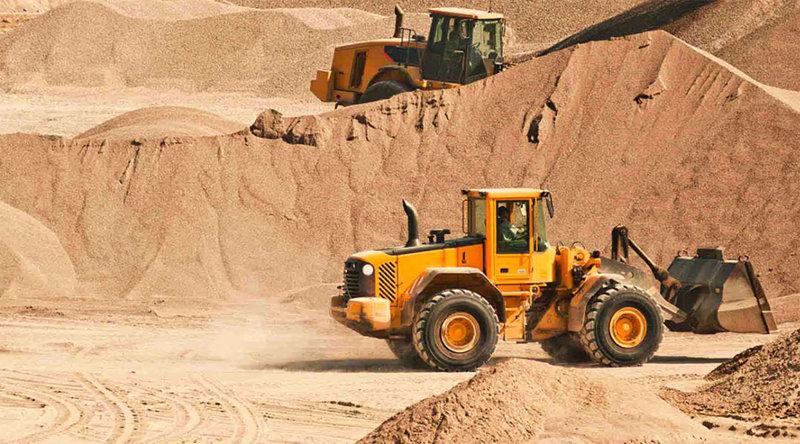 Некоторые карьеры, где незаконно добывается песок, расположены практически на границе Киева