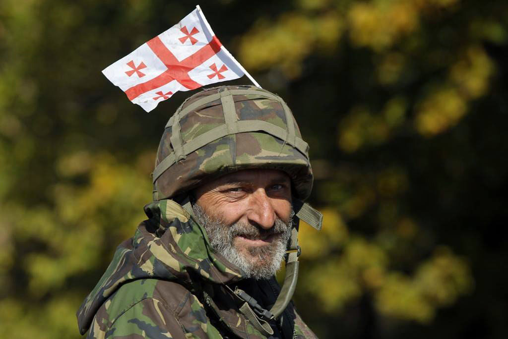 В случае наступления ВСУ, боевики разбегутся, а российская армия уйдет, считает грузинский доброволец