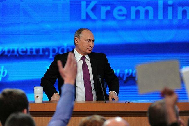 Риторика Владимира Путина стала менее агрессивной после рекордного падения курса рубля