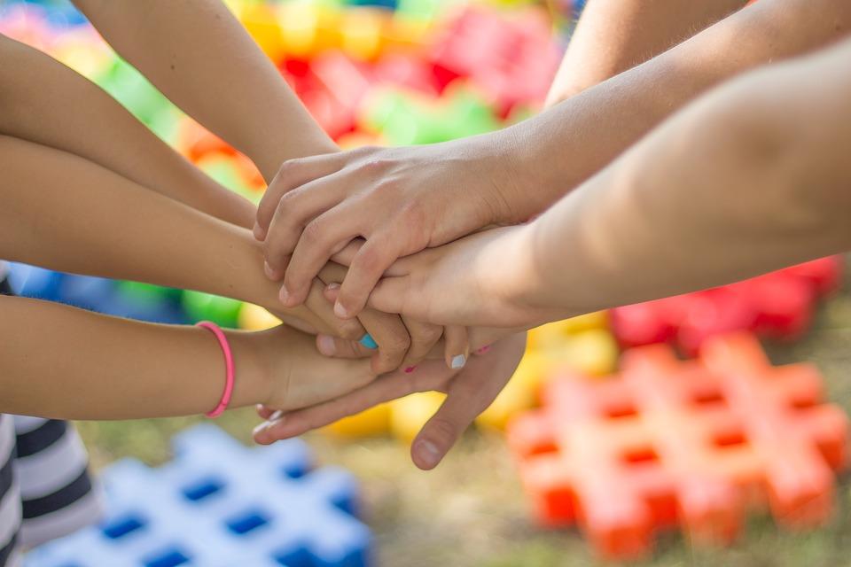 Этот праздник призван привлечь внимание к защите прав ребенка