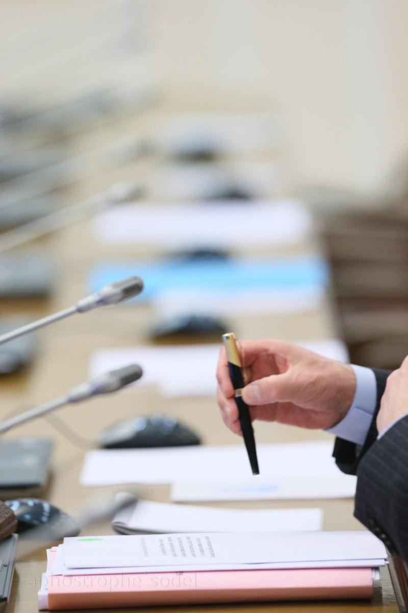Чиновникам обещают новый закон, регулирующий их деятельность