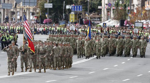 Россия может нарваться на более серьезные санкции, а Украина - получить оружие