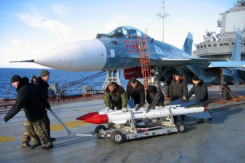 """Потери на """"Кузе"""" говорят о том, что россияне не умеют применять сложную технику, которая стоит у них на вооружении"""