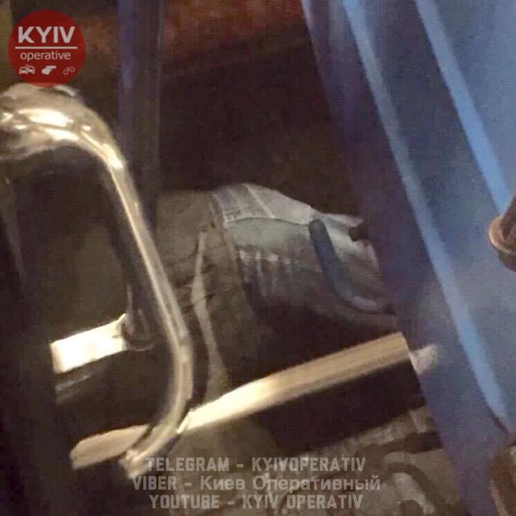 Настанции Оболонь мужчина упал под вагон метро