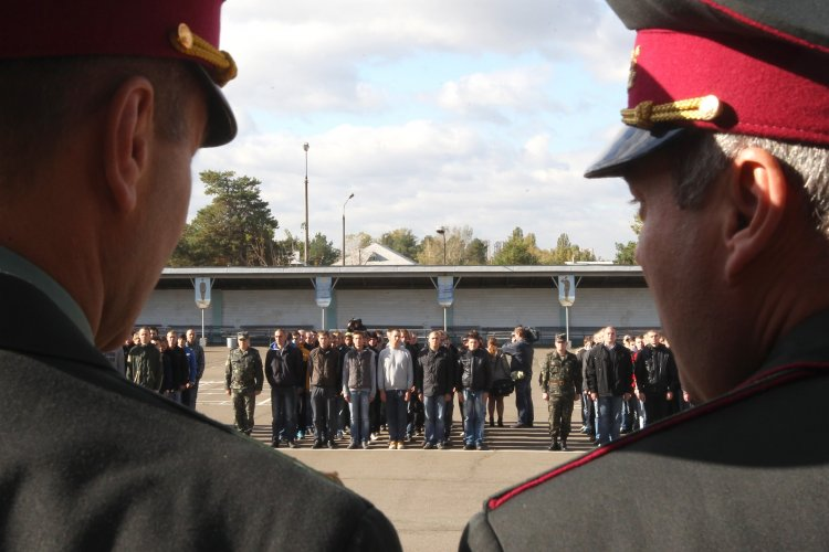 Реальное положение дел в стране и армии не помогает выполнить план по призыву