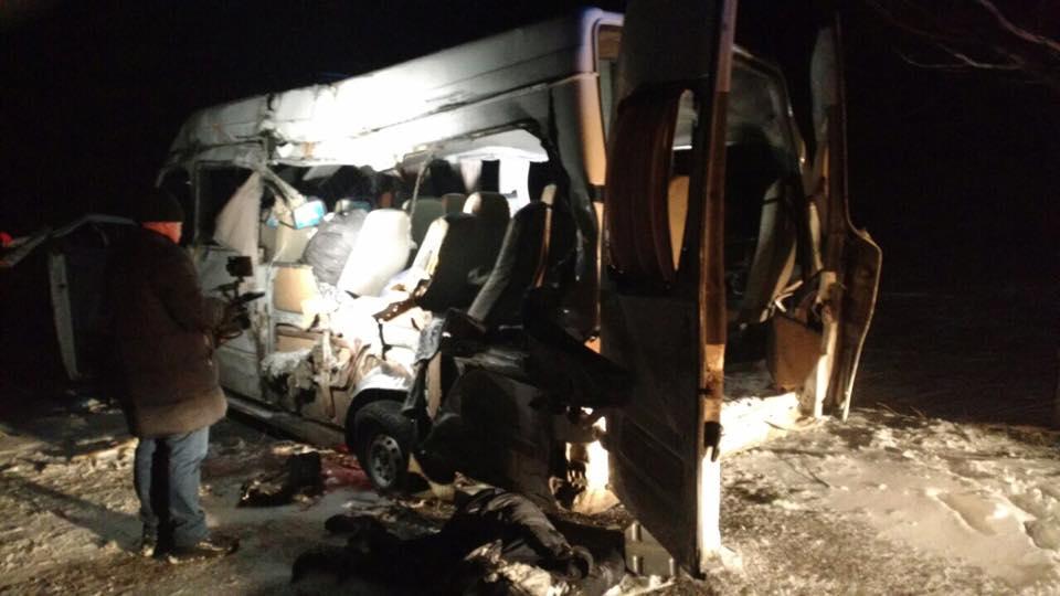 ВДнепропетровской области фура врезалась вмаршрутку, пятеро погибших