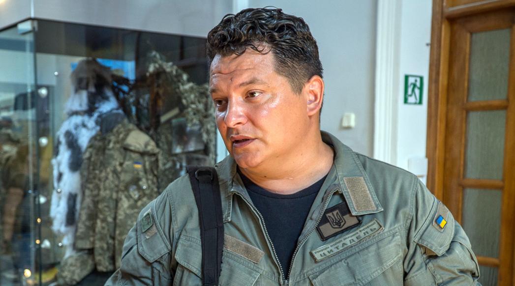 Волонтер о поиске тел погибших и том, чему американцев учит война на Донбассе
