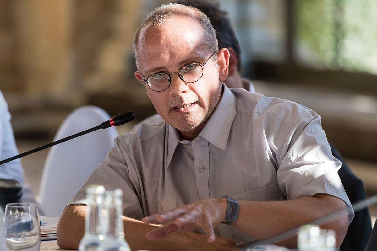 Киеву не стоит волноваться из-за требований европейских политиков провести выборы на Донбассе, считает немецкий политолог