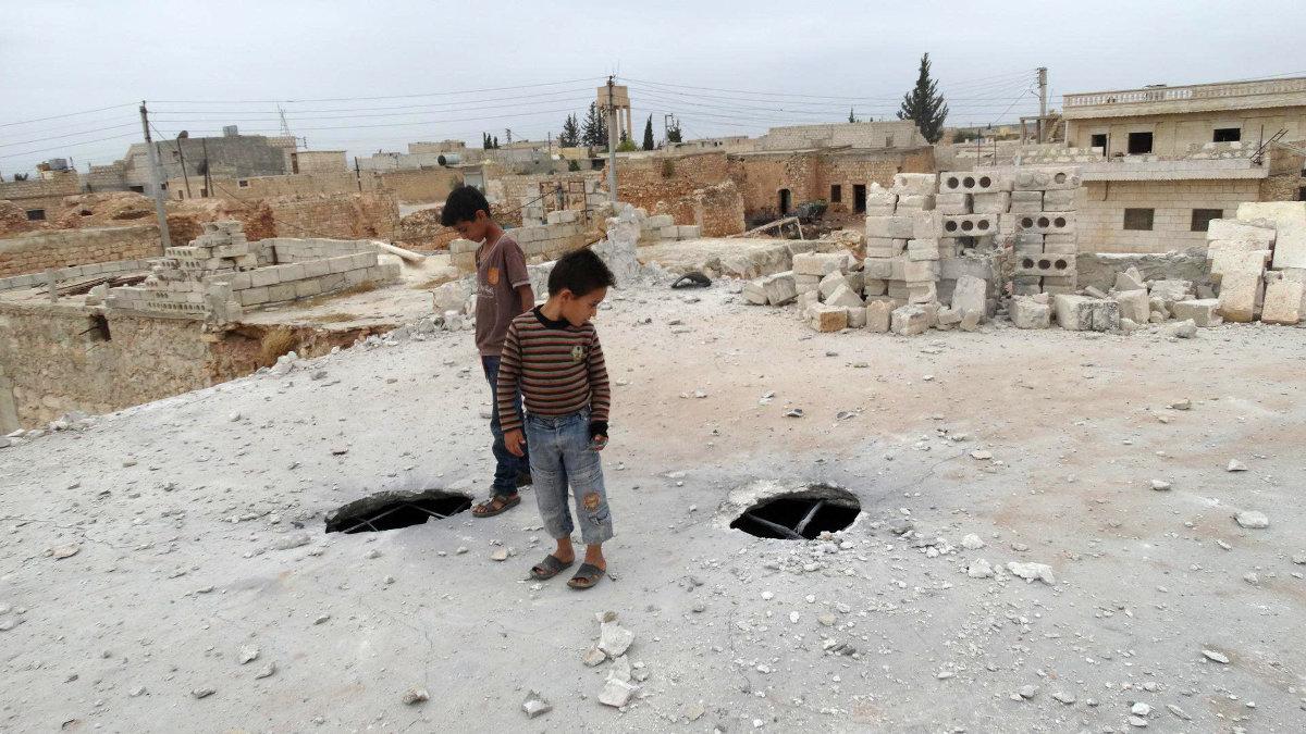 Сирийские правозащитники утверждают, что российские авиаудары ведутся по гражданским объектам