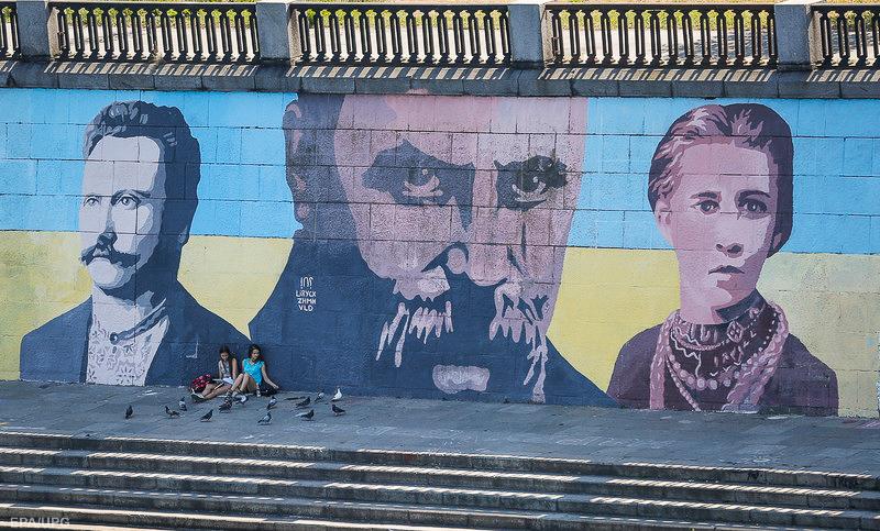 Украина все дальше от России, в том числе ментально