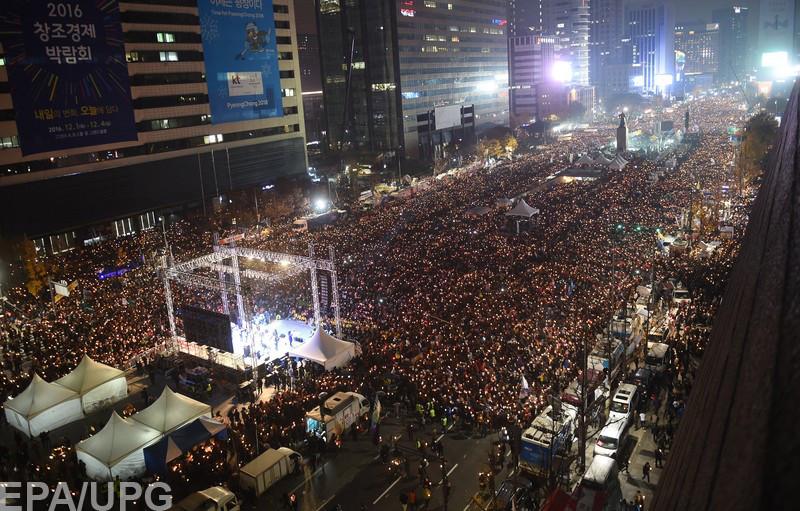Почему в Корее люди вышли на улицы