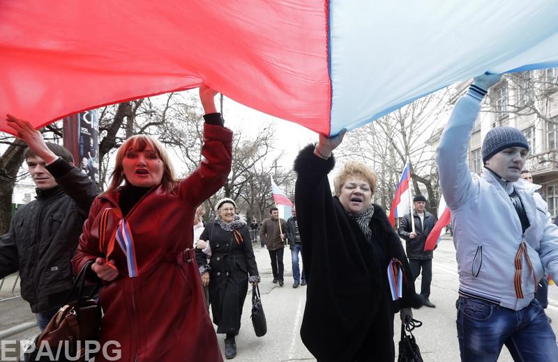 А за демонстрацию украинского флага грозит суд и штраф