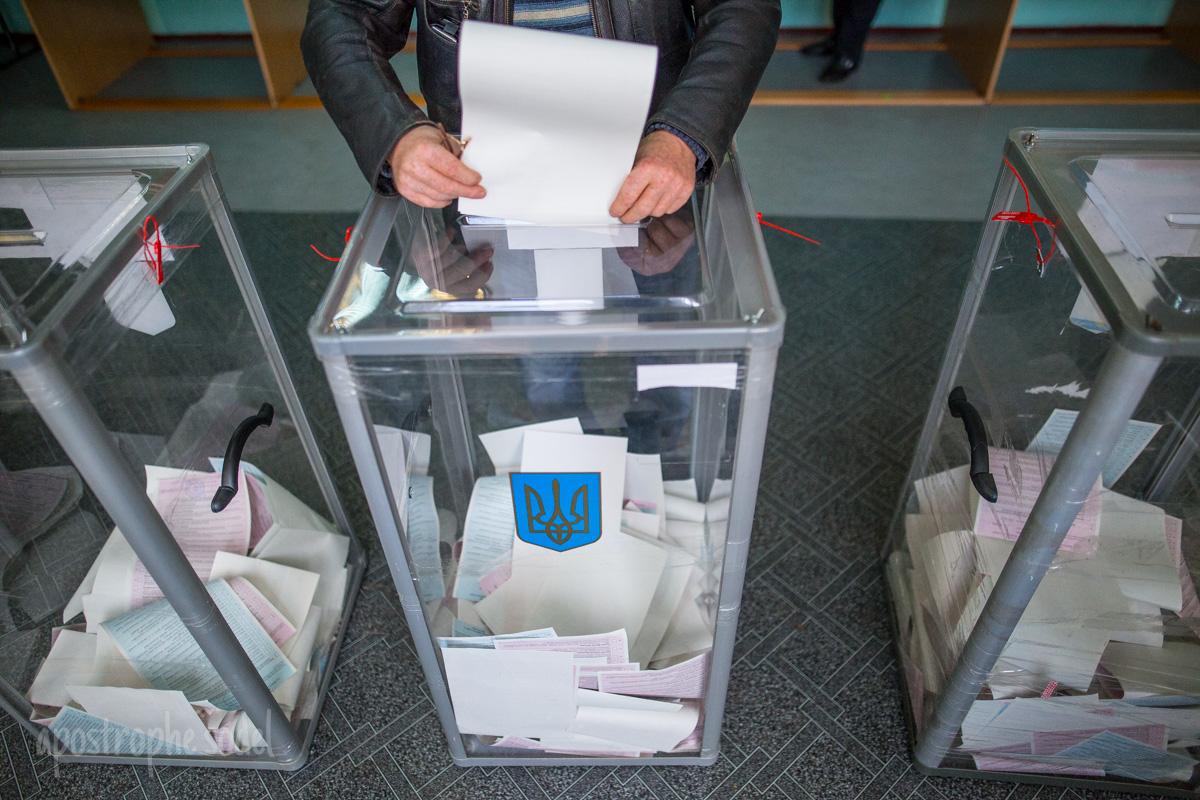 В Украине проходят выборы в местные органы власти