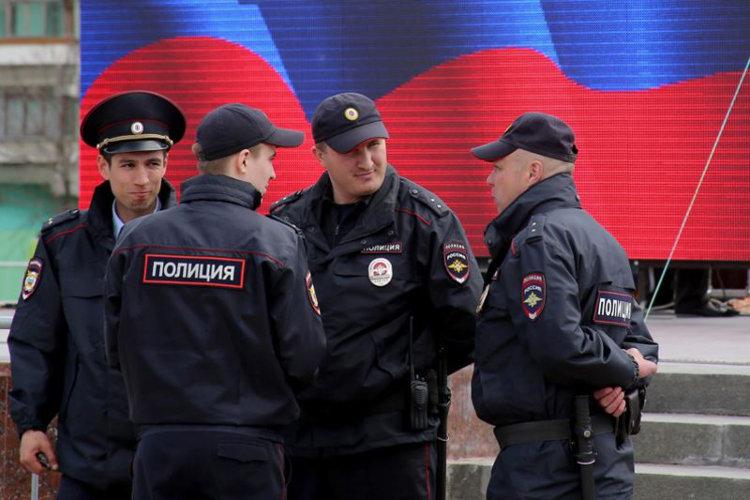 """Блогеров повеселило, что участники разогнанного оккупационными властями Крыма митинга назвали полицию """"бандеровцами"""""""
