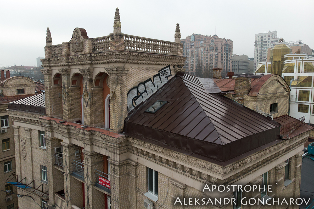 Нові фотографії надбудови на Майдані