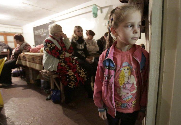 В прифронтовой полосе еще находится около четырех тысяч детей