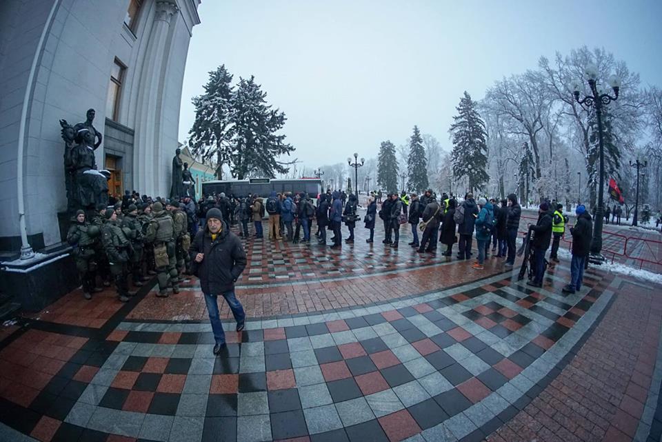 Порошенко подписал указ о военном положении, решение за Радой