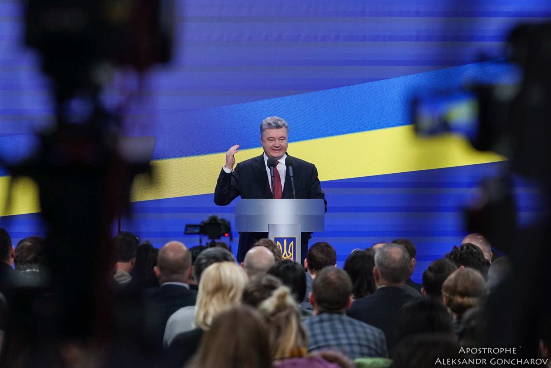 Война, возвращение Крыма и Донбасса, коррупция - главные вопросы к Порошенко