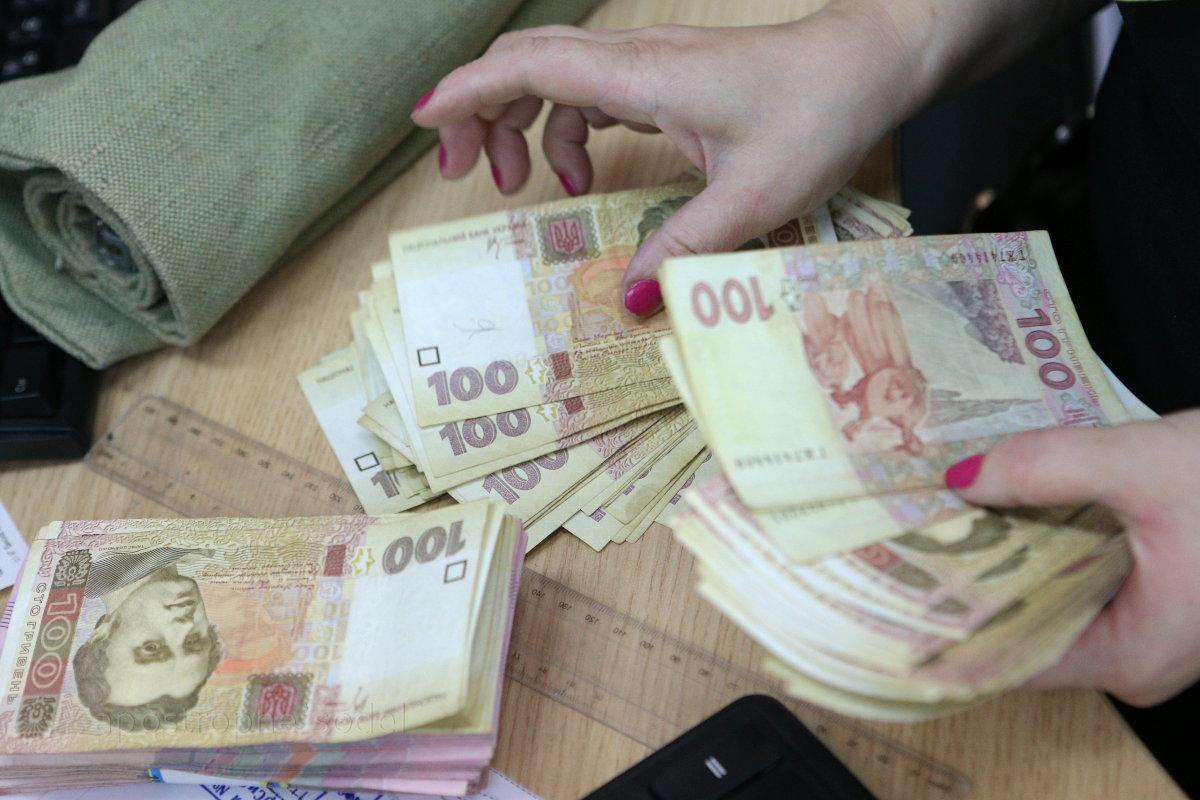 Наличные расчеты украинцев могут ограничить до 50 тысяч