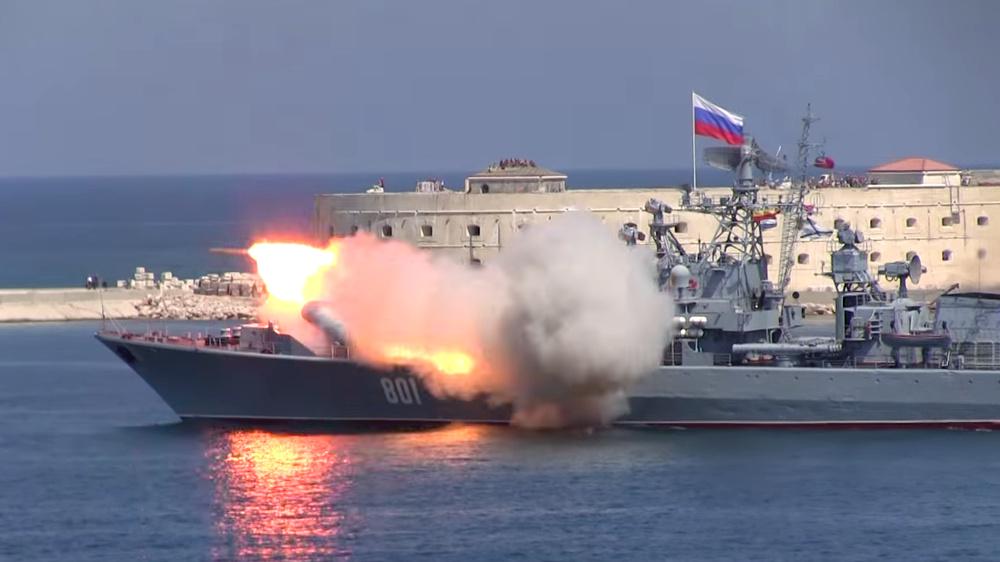 Как пользователи соцсетей комментировали инциденты с ракетами ВМФ России