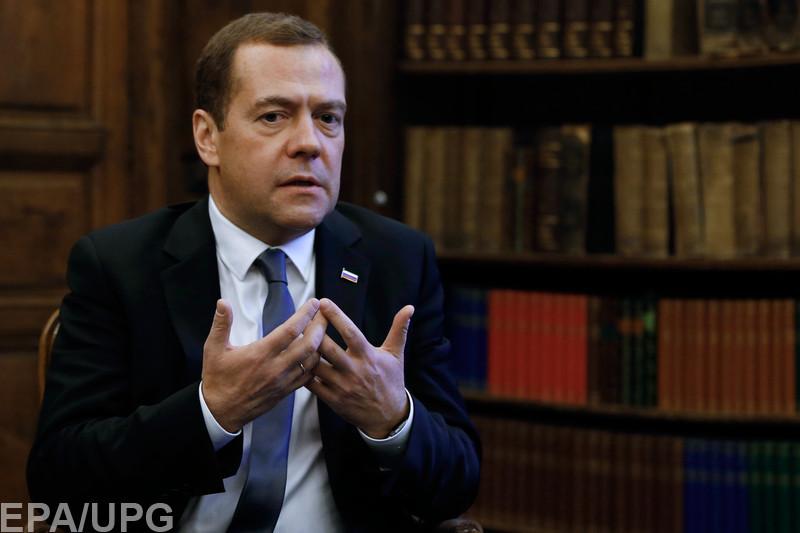 Блогеры шутят над тем, что премьер России прибыл на курорт без денег