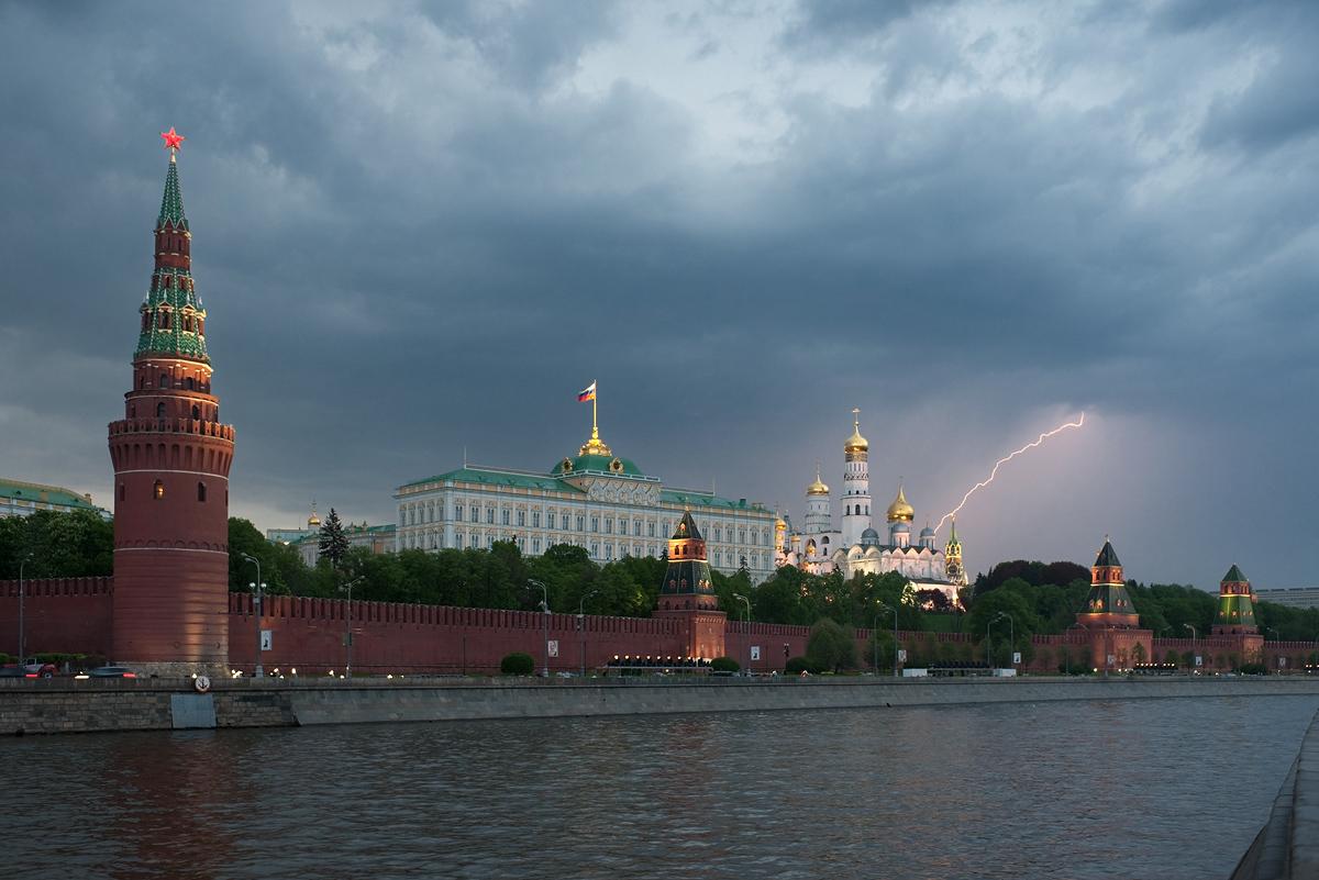 Молоде покоління вже не задовольнити байками, що Путін врятував Росію з хаосу 90-х