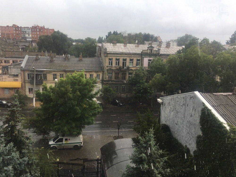 На Одессу обрушился сильный ливень со смерчем