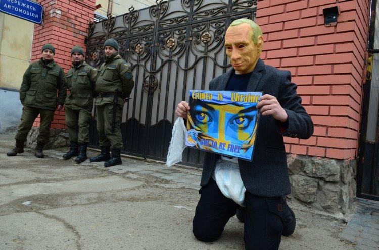Украине нужно думать не о громких заявлениях президента США