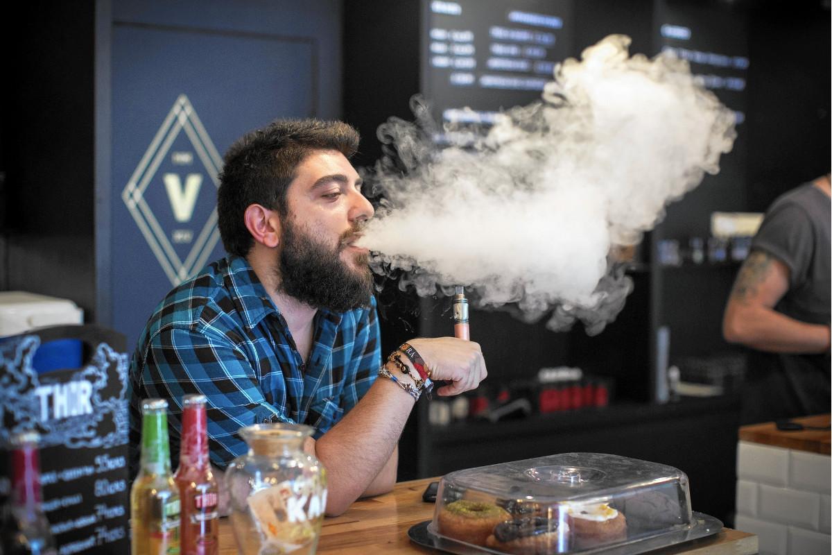 Медики исследуют, насколько вредны для организма электронные сигареты