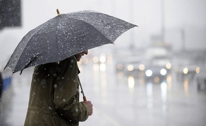 Дожди, мокрый снег и солнце: синоптики дали контрастный прогноз на 15