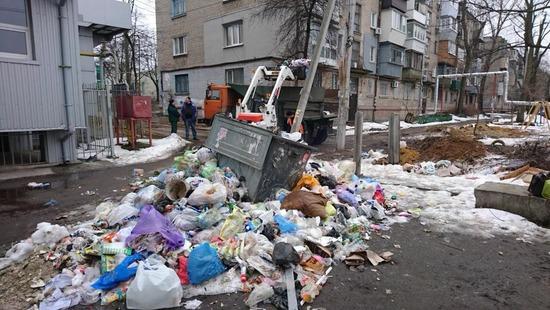 """Ниточки """"мусорного шантажа"""" тянутся к замглавы областного совета"""