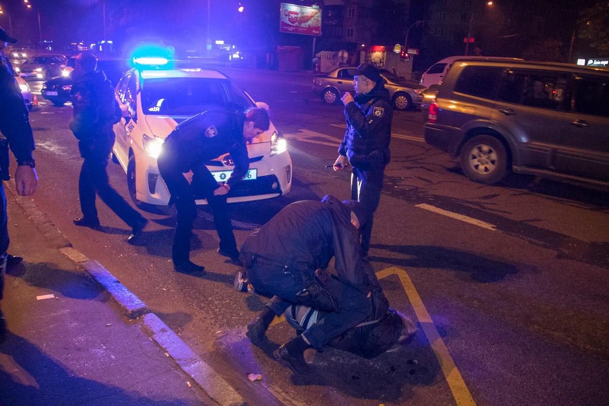 Буремні 90-ті повернулися на Прикарпаття: група невідомих чоловіків силоміць заволоділа автомобілем, та намагалась прорватися до Івано-Франківська
