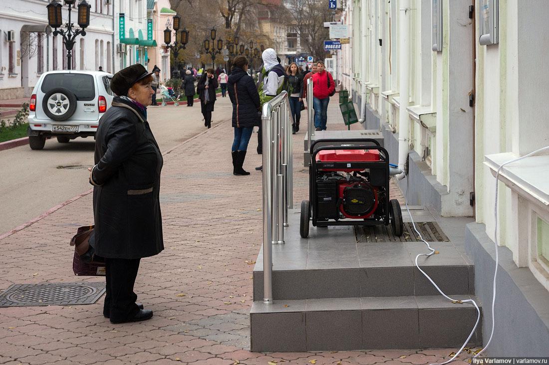 Крымчане считают, что свет на полуостров поступает из России