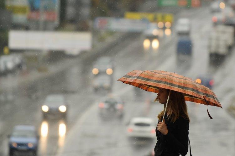 В июле синоптик прогнозирует четыре волны дождей