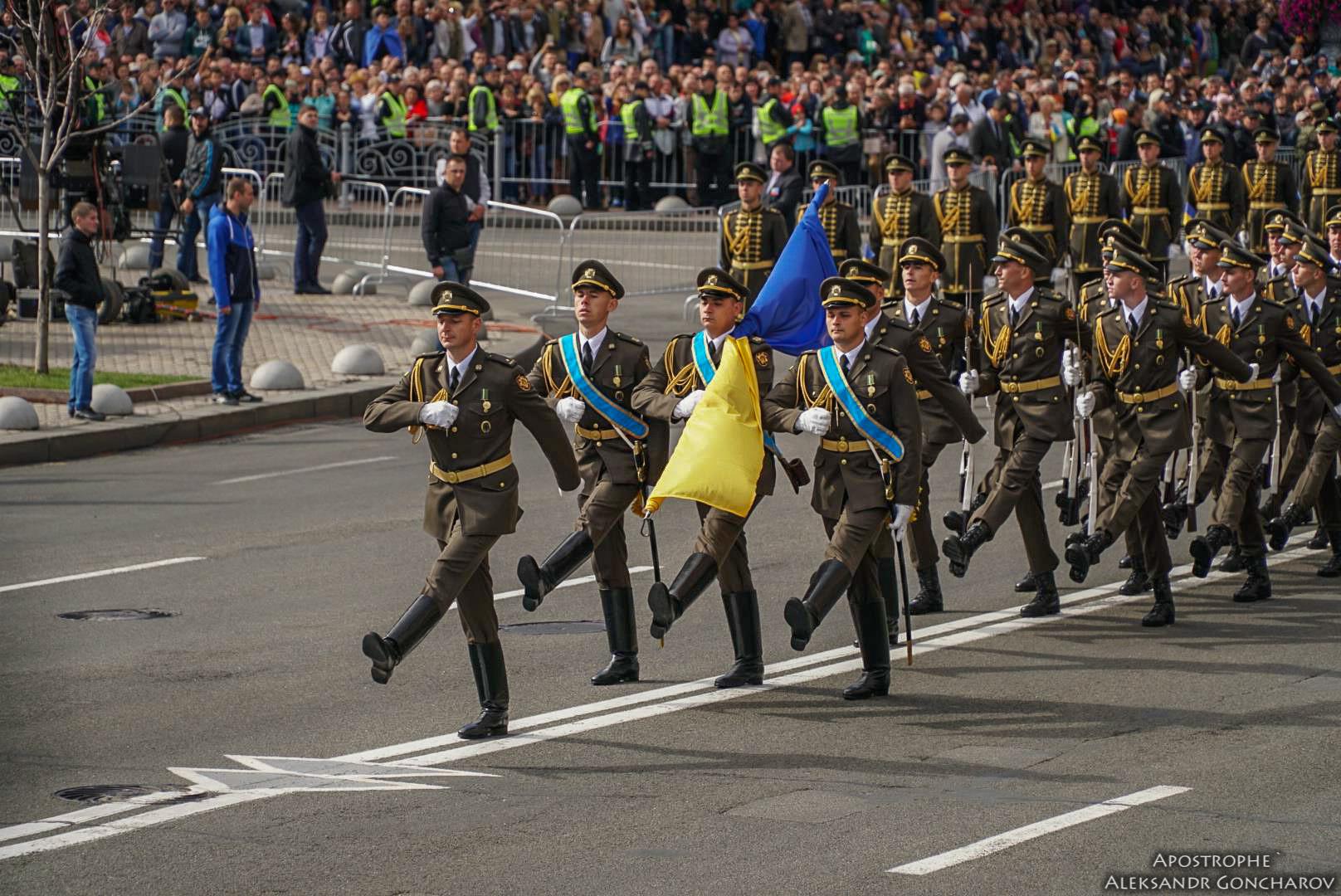 В День Независимости Украины по Крещатику прошли представители ВСУ и стран НАТО