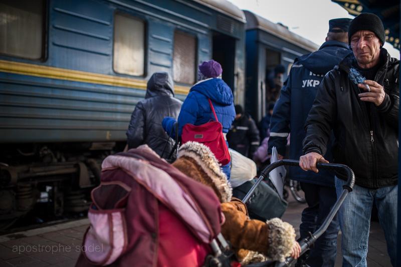 В сложном положении оказались как оставшиеся на оккупированных сепаратистами территориях, так и покинувшие зону конфликта люди