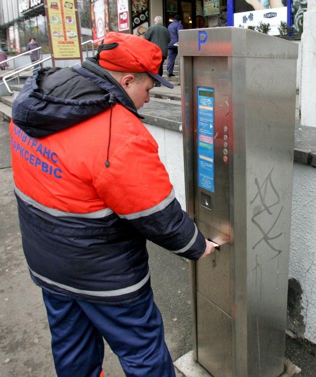 К середине 2015 года весь город может быть переведен на новую систему оплаты парковки
