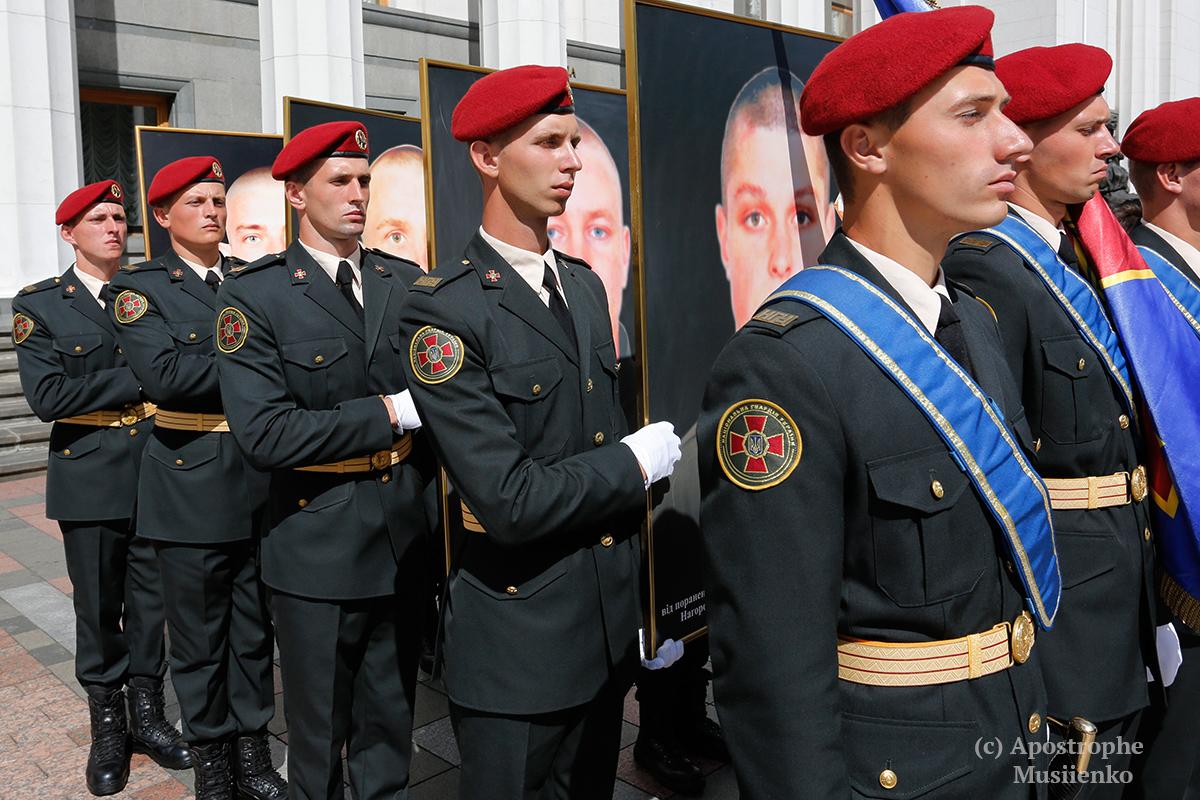 Фоторепортаж с акции, посвященной чествованию памяти погибших под стенами Верховной Рады бойцов Нацгвардии