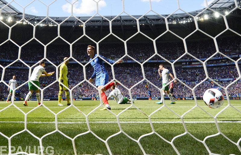 В 1/8 финала фавориты чемпионата Европы одержали волевую победу