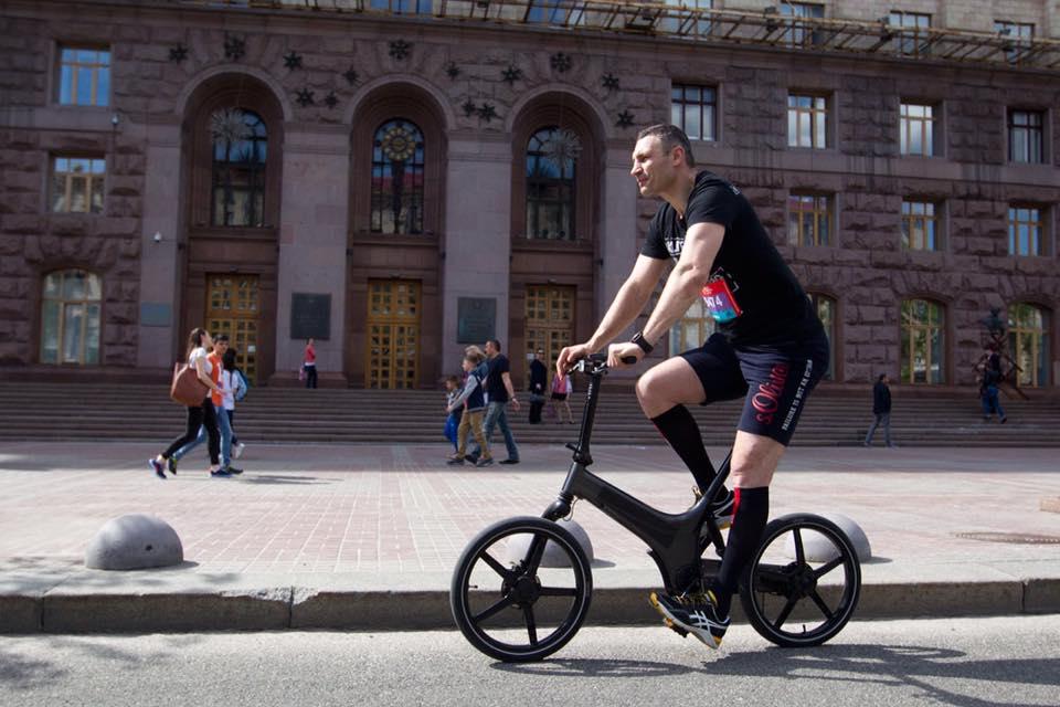 Блогеры считают, что столичному градоначальнику следует задуматься о комфорте для велосипедистов