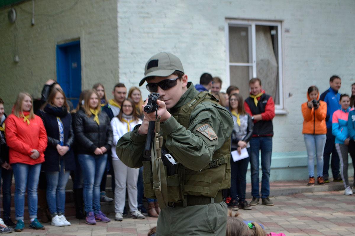 В российских детских лагерях учат ненавидеть Украину и прославлять Путина