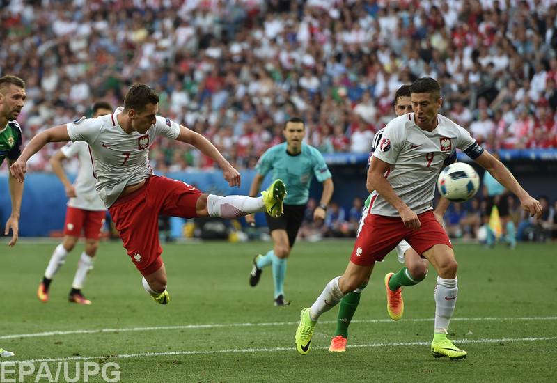 На чемпионате Европы Польща ввыиграла у Северной Ирландии в матче соперников сборной Украины по группе С