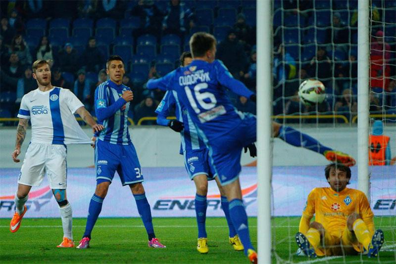 Киевляне разгромили «Днепр» 3:0 и захватили лидерство в чемпионате Украины