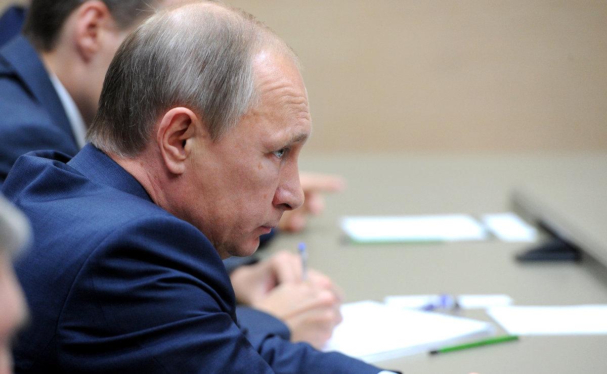 Как в соцсетях отреагировали на молчание Путина о крушении самолета в Египте