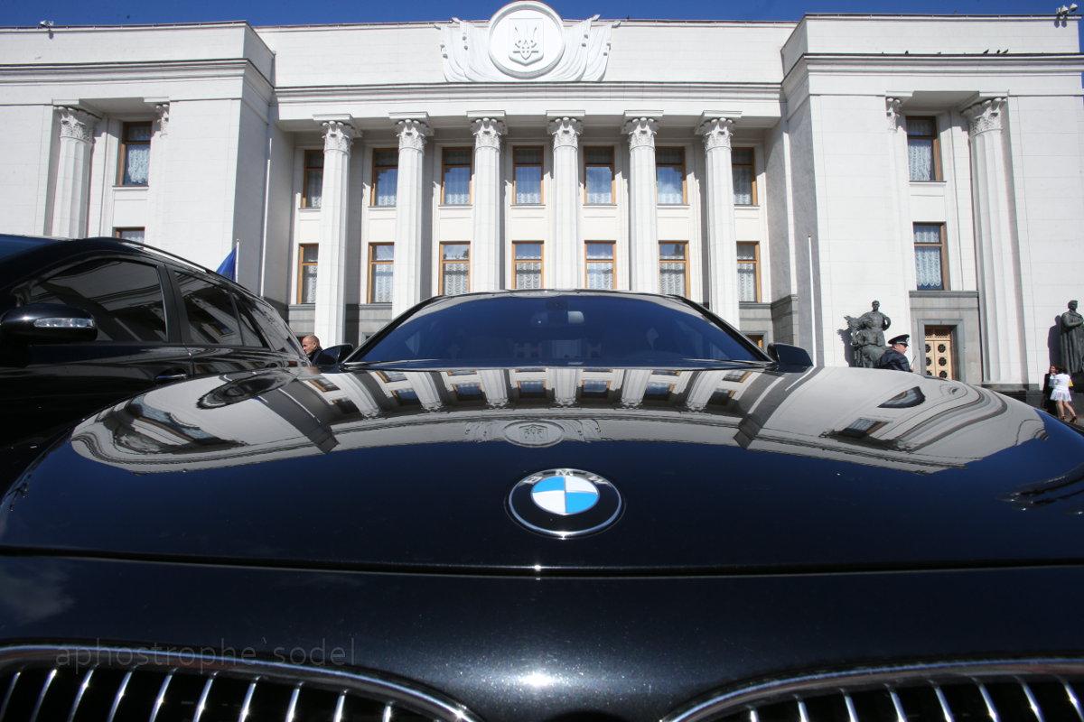 Борьба крупнейших украинских финансово-промышленных групп крайне опасна для украинского государства