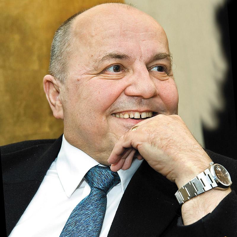 Знаменитый писатель рассказал, каких событий стоит ждать в России и в Украине